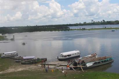 Botes de puerto en Iquitos